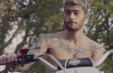 landscape-1447782687-zaynshirtless
